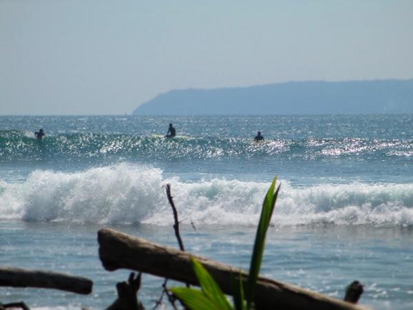 pavones surfing